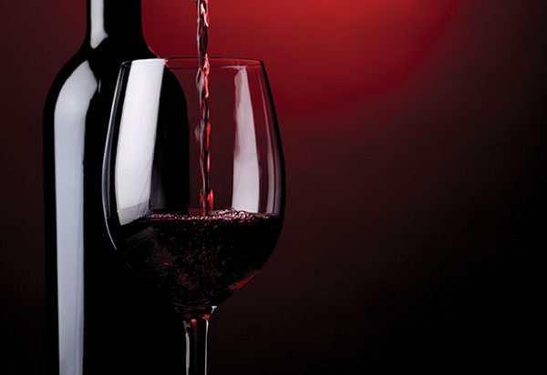 tác dụng của rượu vang đỏ đến sức khỏe con người