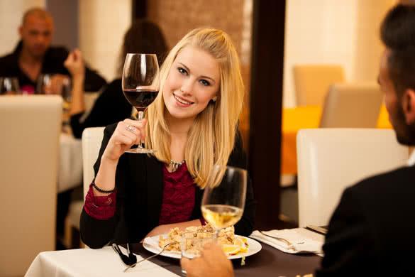 ăn hải sản uống rượu vang gì