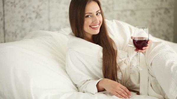 Muốn đẹp dáng, hãy uống rượu vang giảm cân