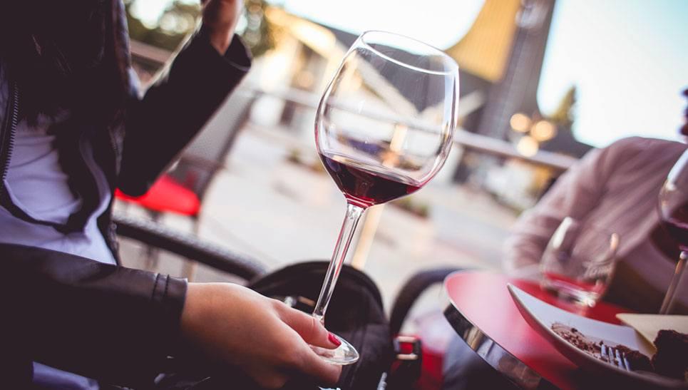 uống rượu vang mỗi ngày